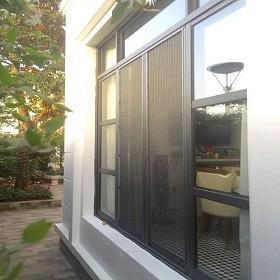 Ngôi nhà hoàn thiện hơn nhờ có cửa lưới chống muỗi