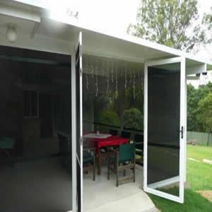 Cửa lưới chống muỗi dạng mở màu trắng sứ HM90