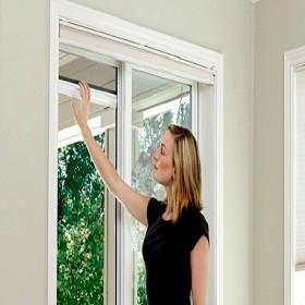 Cách vệ sinh bảo dưỡng cửa chống muỗi tự cuốn