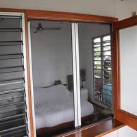 Có Nên Sử Dụng Cửa Lưới Chống Muỗi Dạng Xếp Cho Gia Đình